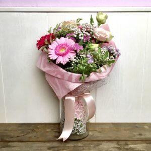 Bouquet di fiori di stagione rosa